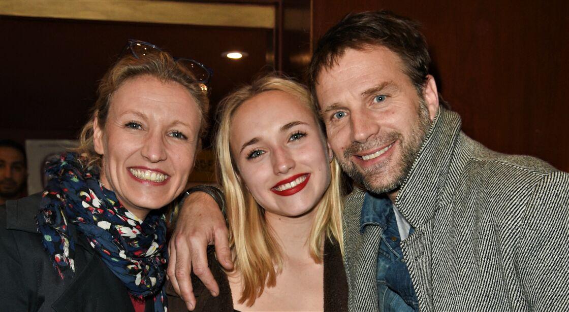 Alexandra Lamy, Chloé Jouannet et Thomas Jouannet lors d'une représentation de la pièce