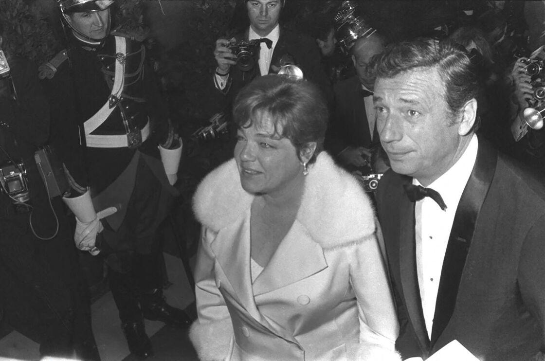 Après sa liaison avec Marilyn Monroe, Yves Montand, penaud, demandera pardon à Simone qui acceptera ses excuses