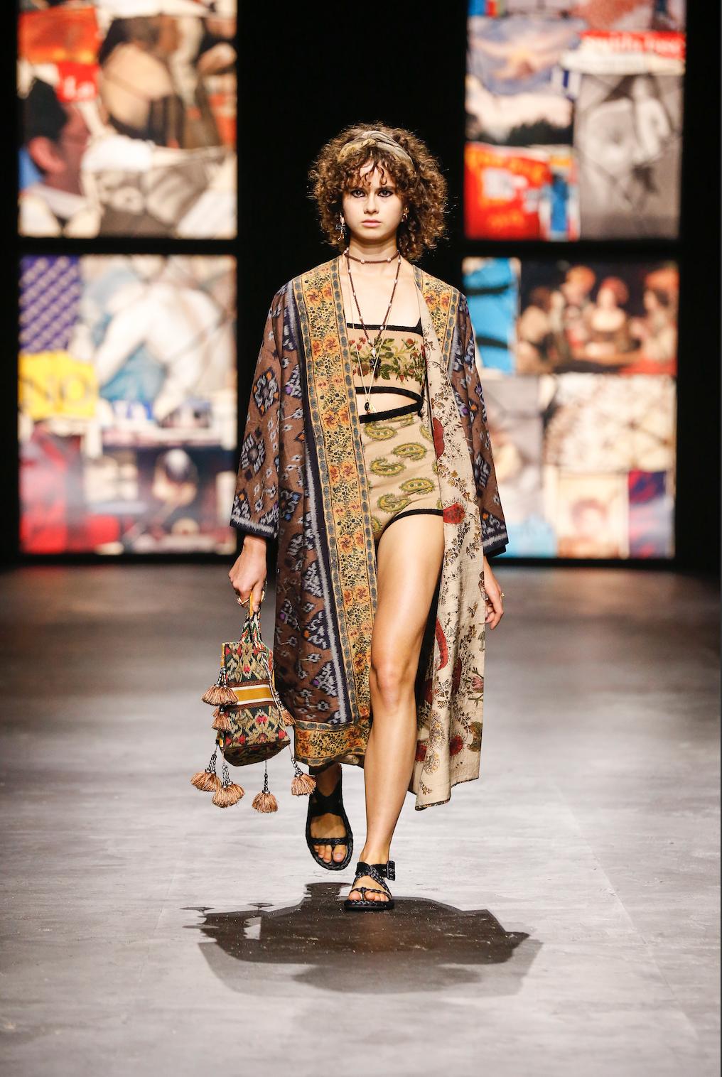 Le short taille haute, grosse tendance du prochain printemps, savamment revisité par Dior.
