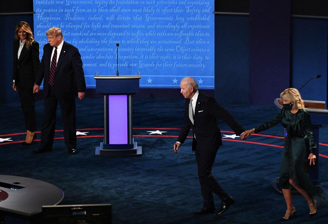 Melanie et Donald Trump opposés à Joe et Jill Biden, lors du premier débat de la présidentielle américaine, à Cleveland, le 29 septembre 2020.