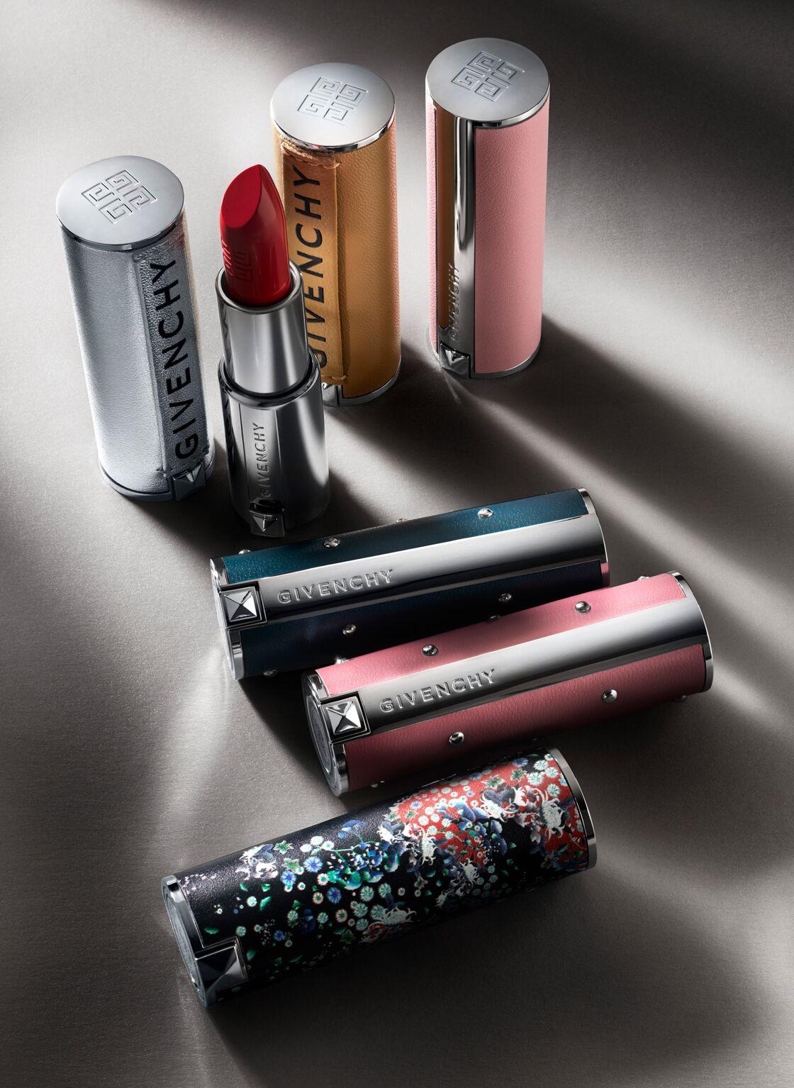 Chez Givenchy, l'emblématique Rouge Deep Velvet se pare de huit nouvelles teintes qui habillent nos lèvres d'une texture velours mate ultra pigmentée. Tous les rouges de la marque peuvent désormais s'« habiller » de l'un de ces dix fourreaux inédits, au design inspiré des tendances couture du moment. Le Rouge Deep Velvet, 27 €, 15 teintes ; L'Écrin Couture, Givenchy, 14 € chez Sephora.