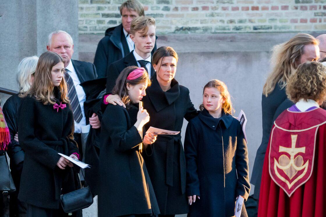 La princesse Märtha Louise, avec ses filles, Maud Angelica, Leah Isadora, Emma Tallulah, le jour des funérailles d'Ari Behn, le 3 janvier 2020.