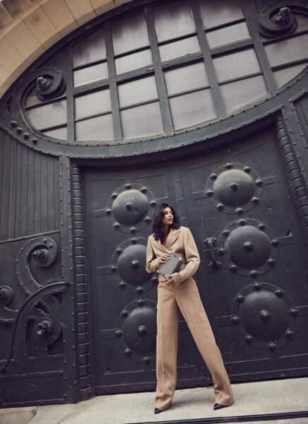 Costume à chevrons avec corset et bottines en cuir, l'ensemble Salvatore Ferragamo. Clutch Pinel & Pinel.