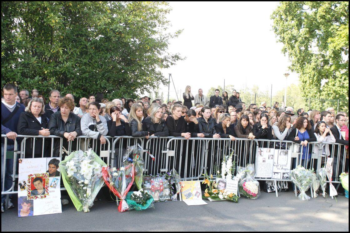 Le 24 septembre 2009, ce n'est pas seulement la famille de Filip Nikolic qui l'enterre. Ses nombreux fans ont fait le déplacement pour saluer sa mémoire.