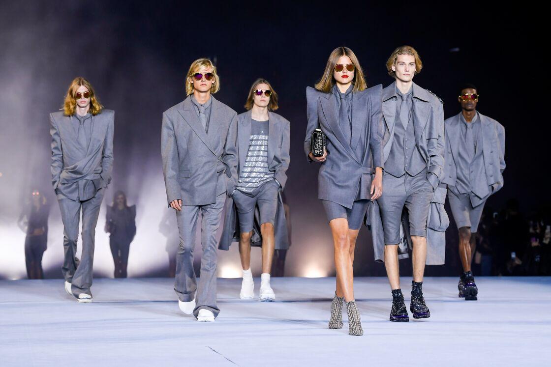 Vestes cintrées, blouses et total look, la maison Balmain s'inspire des années 80 pour cette prochaine collection printemps-été 2021.