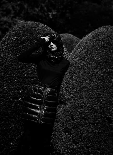 Robe en Nylon avec capuche intégrée Fila, sous-pull en coton Patou. Collants Fogal, bottes Zign chez zalando.fr.
