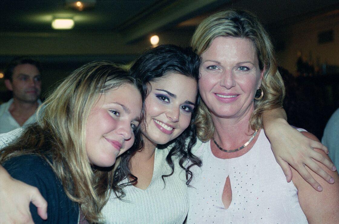 Jeane Manson avec ses filles Marianne, née de sa passion pour Allain Bougrain-Dubourg, et Shirel, née de son histoire avec le producteur de cinéma André Djaoui, en 2005.