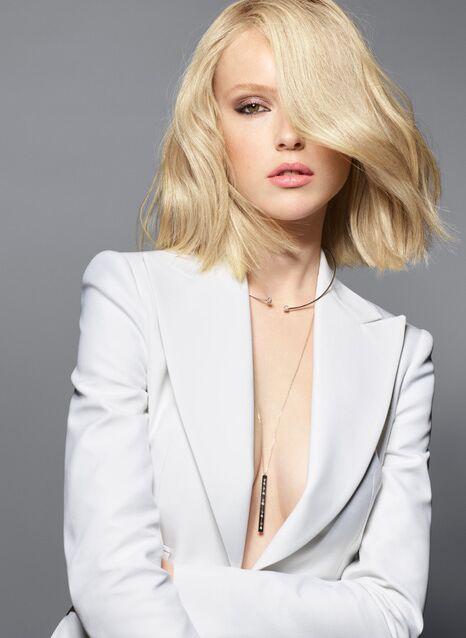 Signe de richesse, affichage du statut social ou symbole de séduction, les cheveux ont toujours été – avec la garde-robe et le maquillage – une des caractéristiques les plus observées et jaugées chez la femme.