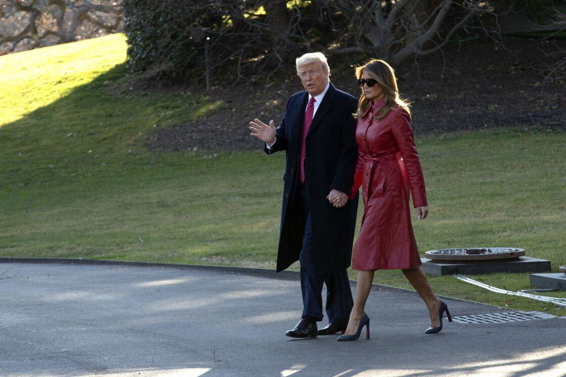S'ils se tiennent parfois la main en public, on ne peut pas dire que Melania et Donald Trump sont un couple aimant et soudé.
