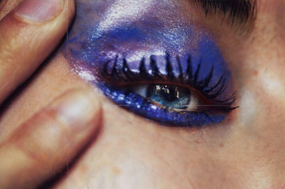 De jour ou de nuit, le maquillage des yeux devient primordial et le mascara indispensable