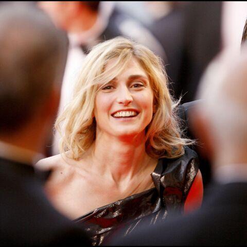 """Julie Gayet: elle évoque cette plantureuse star hollywoodienne qui est """"sa jumelle"""""""