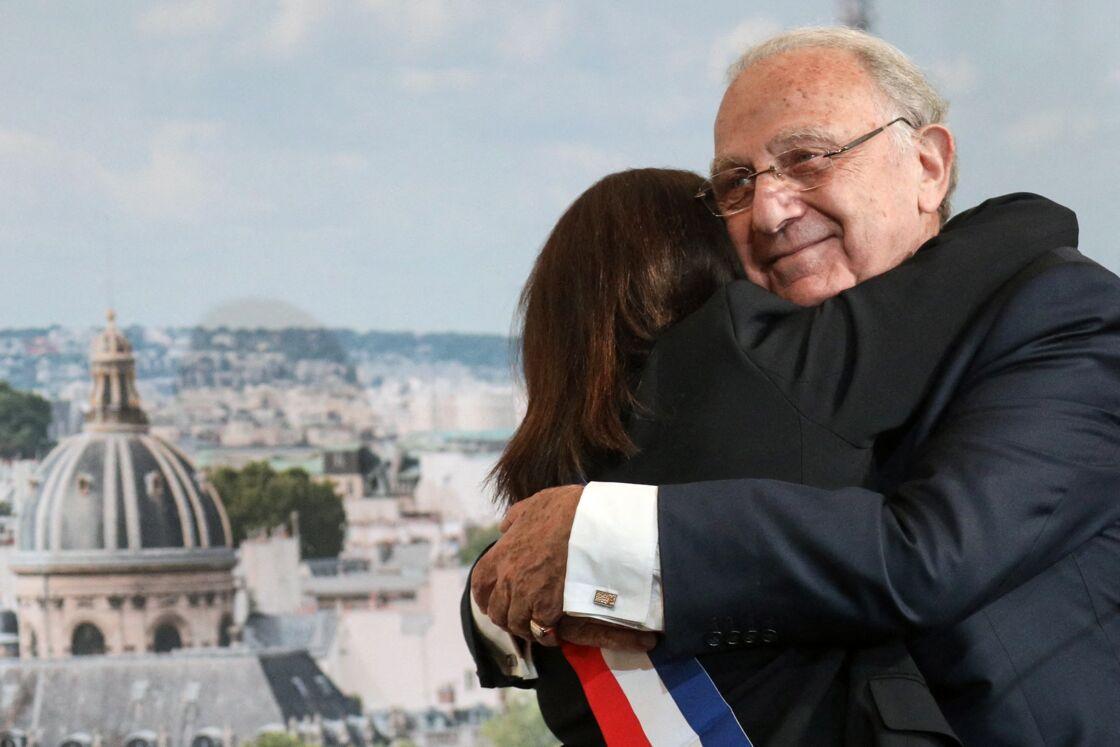 Anne Hidalgo dans les bras de Pierre Aidenbaum le 3 juillet 2020
