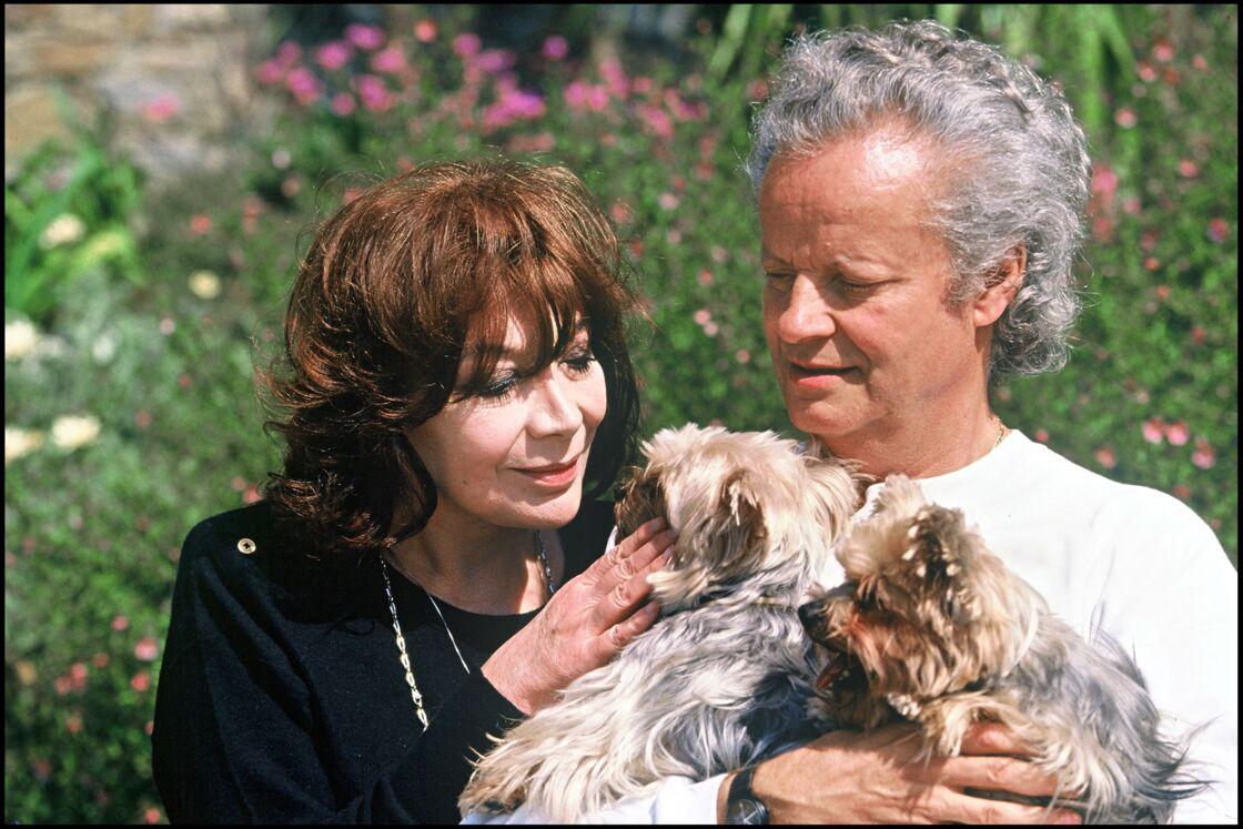Juliette Gréco avec son mari Gérard Jouannest, en 1993. Ils sont mariés depuis 5 ans, mais se connaissent depuis la fin des années 60. Un coup de foudre à retardement, mais une complicité réelle.