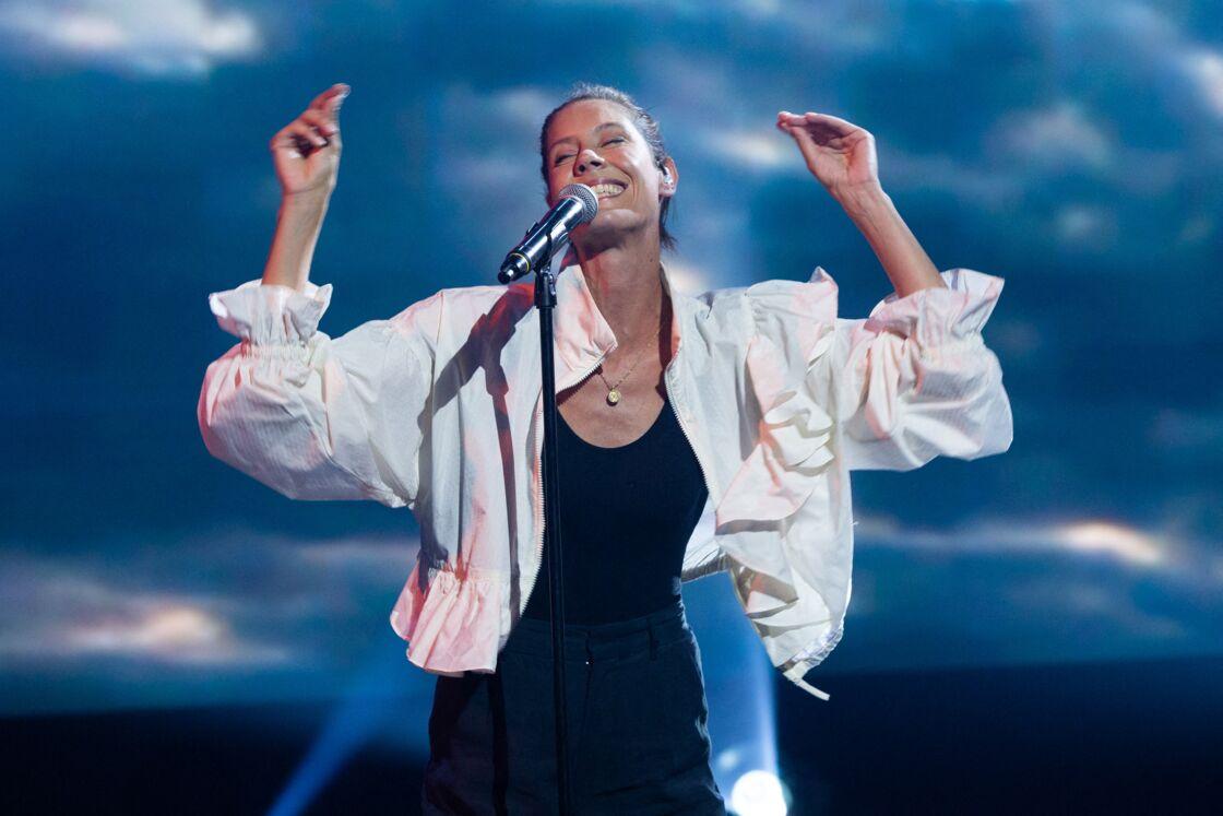 Fanny Leeb travaille à l'écriture de son second album et d'un livre.Ici sur la scène de l'émission Télévie contre le cancer.