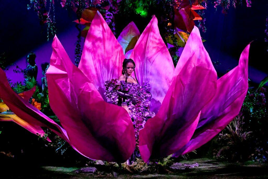 Apparition symbolique de Rihanna, lors de son dernier défilé de lingerie Savage x Fenty, le 2 octobre 2020. En moins de 2 ans, la chanteuse a su éclore comme styliste.