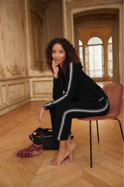 Flora Coquerel porte un sweat en laine et cachemire à 99€ Maison 123 paris.