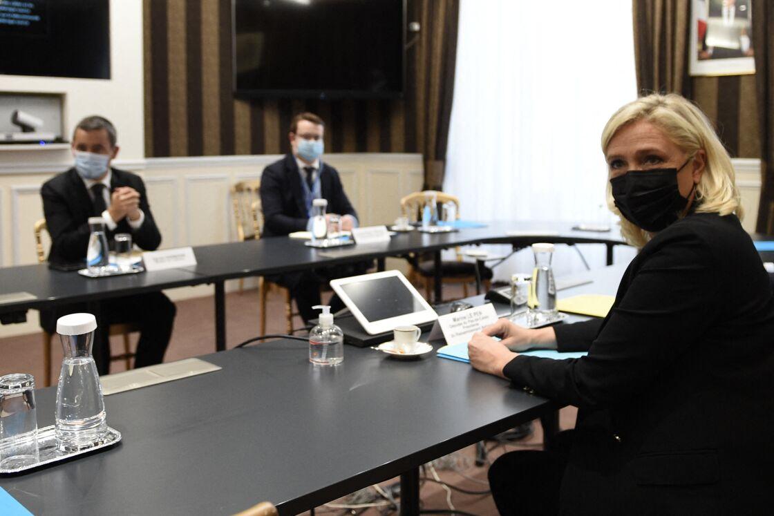Marine Le Pen reçue place Beauvau