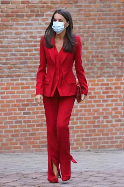 Letizia d'Espagne a fait sensation dans son tailleur rouge