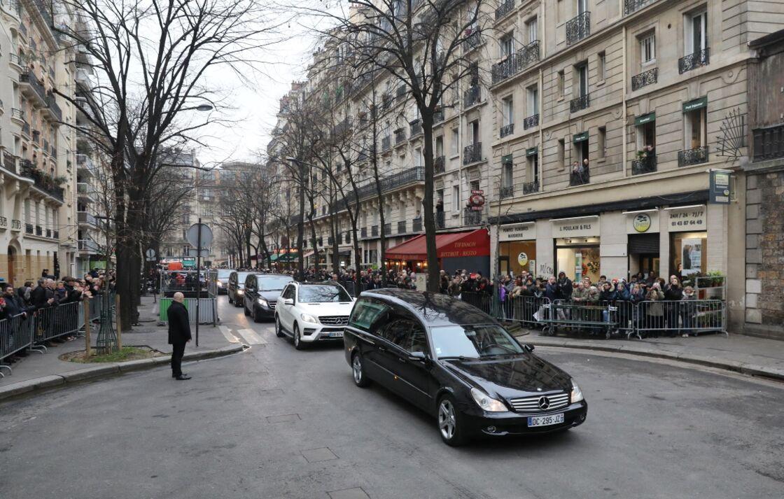 Le convoi funéraire, transportant le cercueil de France Gall, arrivant au cimetière de Montmartre, le 12 janvier 2018.