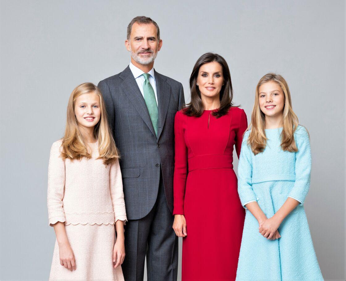 Le roi Felipe VI, la reine Letizia, la princesse Leonor et L'infante Sofia : leur photo officielle.