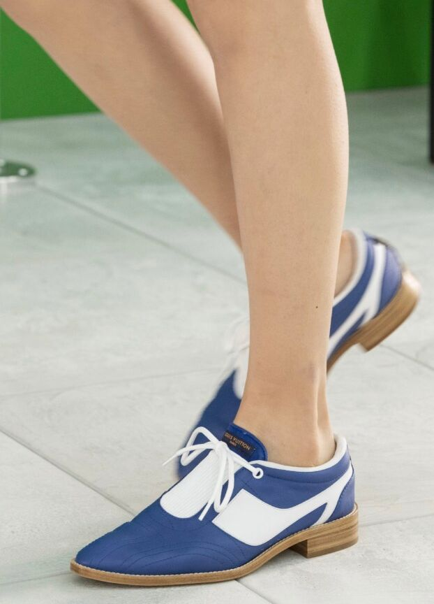 Façon derby chic : la sneaker en cuir de Louis Vuitton.