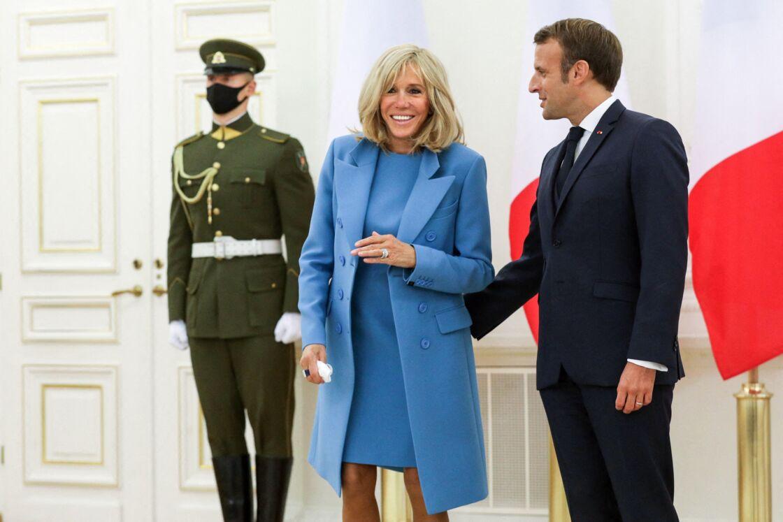 Lors de sa rencontre avec Brigitte Trogneux, Emmanuel Macron est pris d'une effervescence créative, et écrit un roman