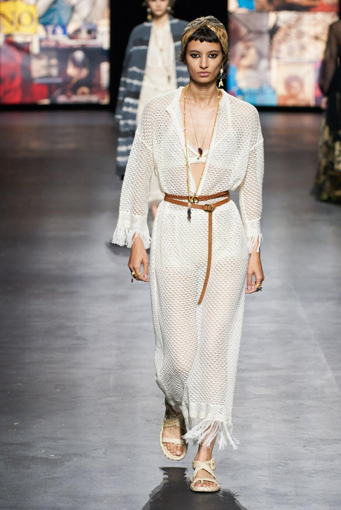 Chez Dior, le blanc s'est décliné avec des robes-chemisiers ou des robes-filets finement ceinturées de cuir. Quelle que soit l'option, on adore.