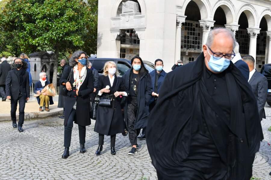 Nombreuses étaient les personnes à s'être déplacées aux funérailles de Kenzo Takada, qui se déroulaient ce 9 octobre, au cimetière du Père Lachaise à Paris.