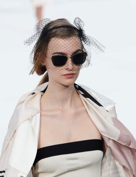 Tendance été 2021: les lunettes de soleil opaques, un essentiel, ici chez Chanel.