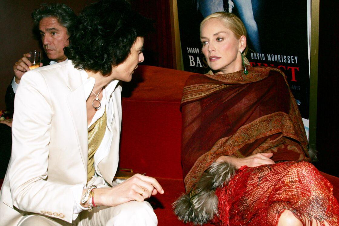 Sharon Stone et Inès de la Fressange à l'avant-première de Basic Instinct 2, à Paris, le 20 mars 2006.