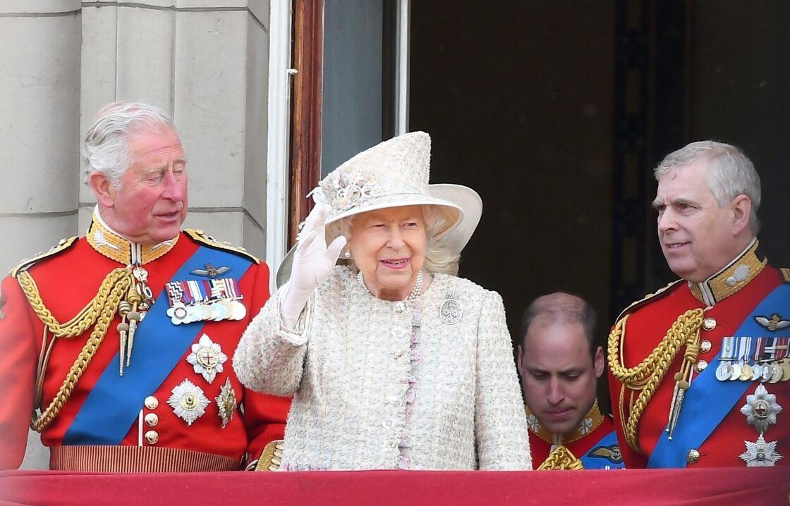 La reine Elizabeth II et ses fils le prince Charles et le prince Andrew