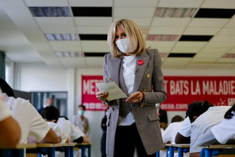 Brigitte Macron ne peut pas être plus tendance
