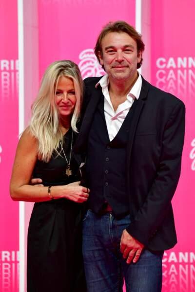 À Cannes, la star des Mystères de l'amour et sa femme, Caroline, ont fait sensation.