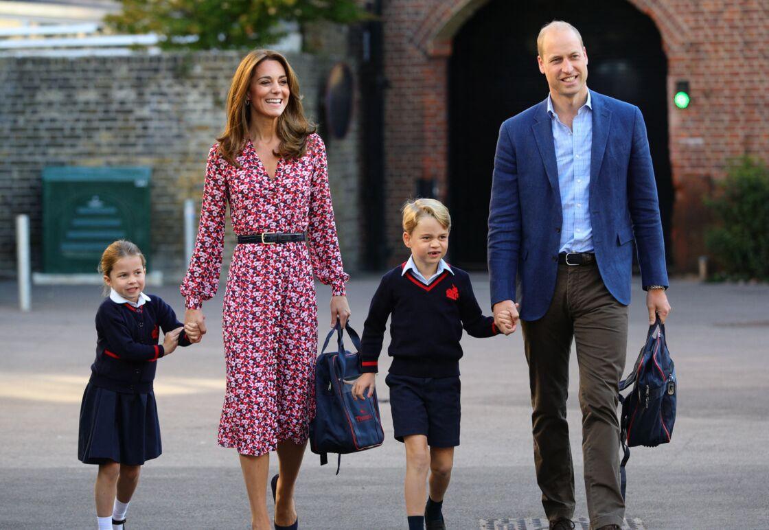 Kate Middleton et le prince William accompagnent George et Charlotte à l'école