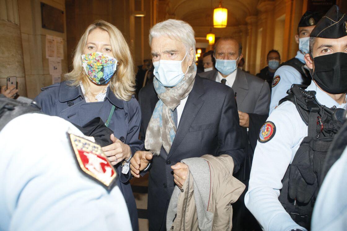 Bernard Tapie et ses avocats, Hervé Temime et Julia Minkowski, lors de leur arrivée au procès pour