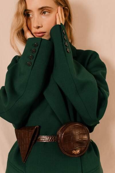 Sac ceinture en cuir, disponible en cuir lisse ou cuir effet croco et dans différents coloris, 240€, Louvreuse