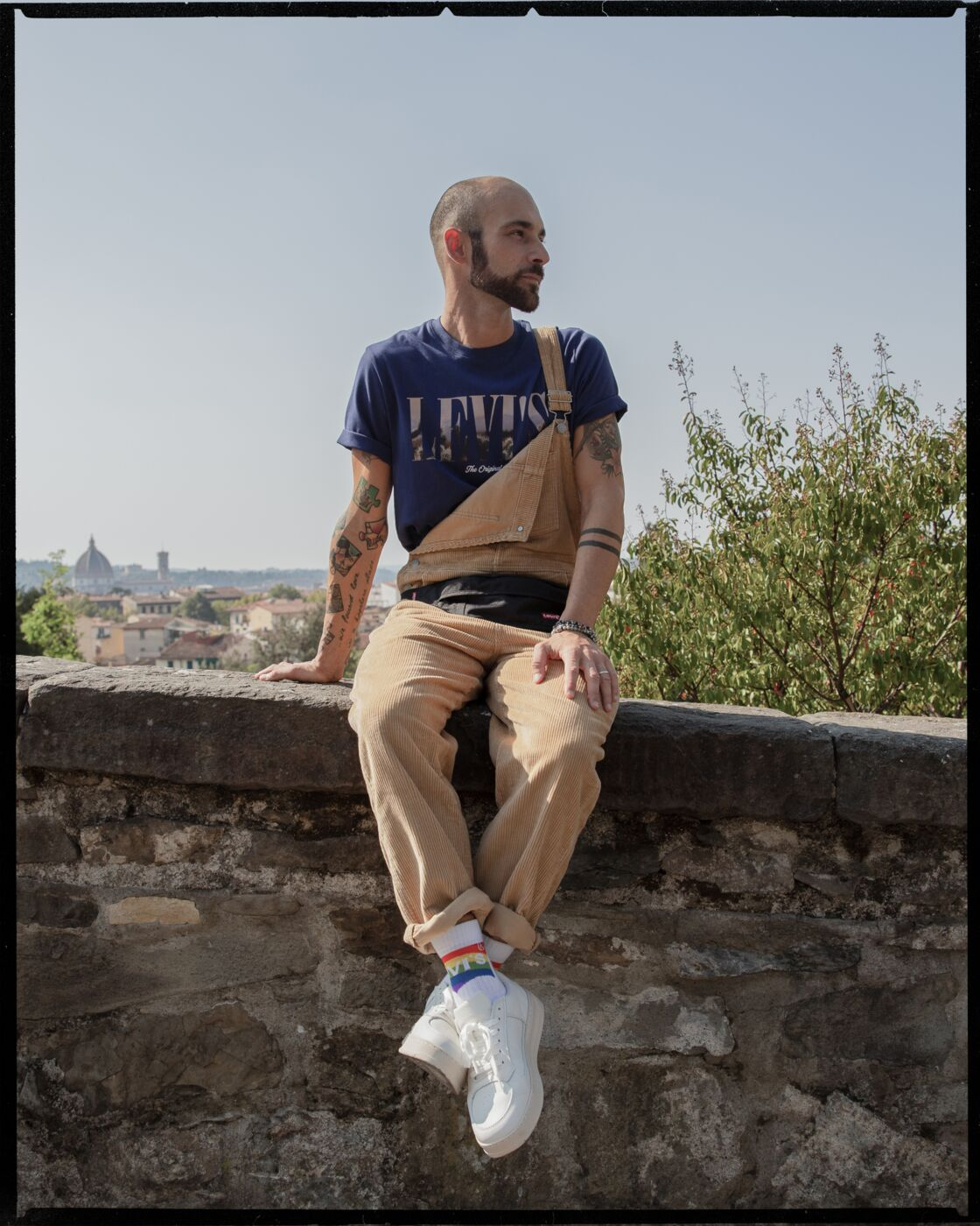 Lorenzo d'Ambrosca, manager du magasin Levi's à Florence, Italie porte la collection Unlabeled