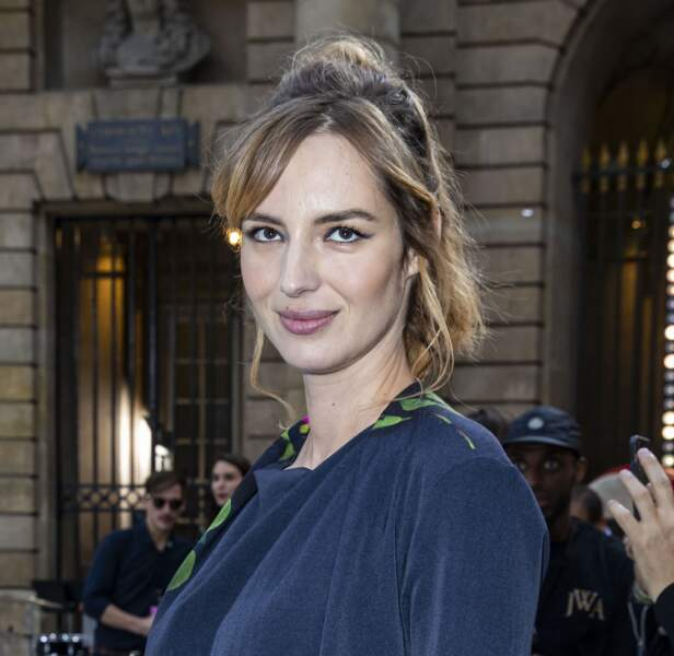 Louise Bourgoin est sa demie-queue de cheval bohême