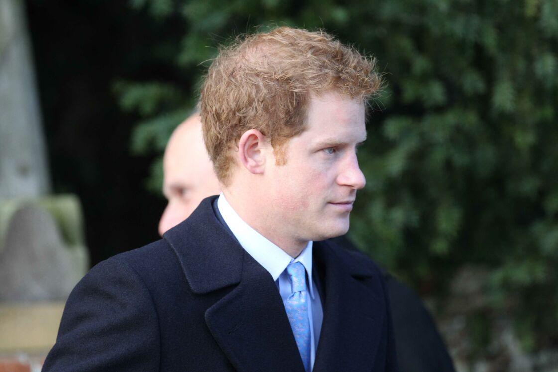Blessé, le prince Harry se défend d'être le fils de James Hewitt
