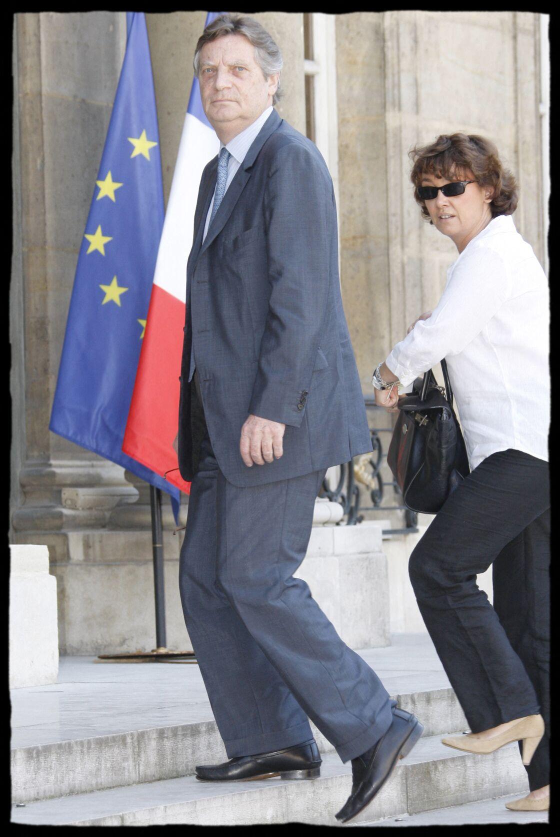 Patrice Duhamel et Nathalie Saint-Cricq lors d'une cérémonie à l'Élysée le 30 juin 2009