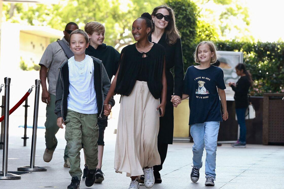 Angelina Jolie, mère protectrice avec ses enfants