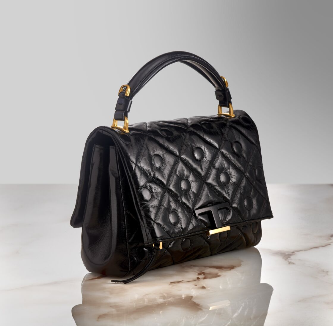 Le sac Signature de Tod's existe en 5 couleurs : framboise, noir, vert, bleu ciel et jaune, (1700 €).