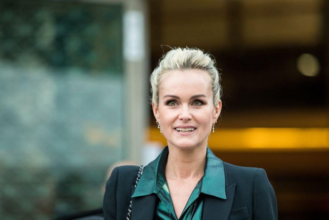 Laeticia Hallyday sort des locaux de la chaine TF1 à Boulogne Billancourt le 19 octobre 2018.