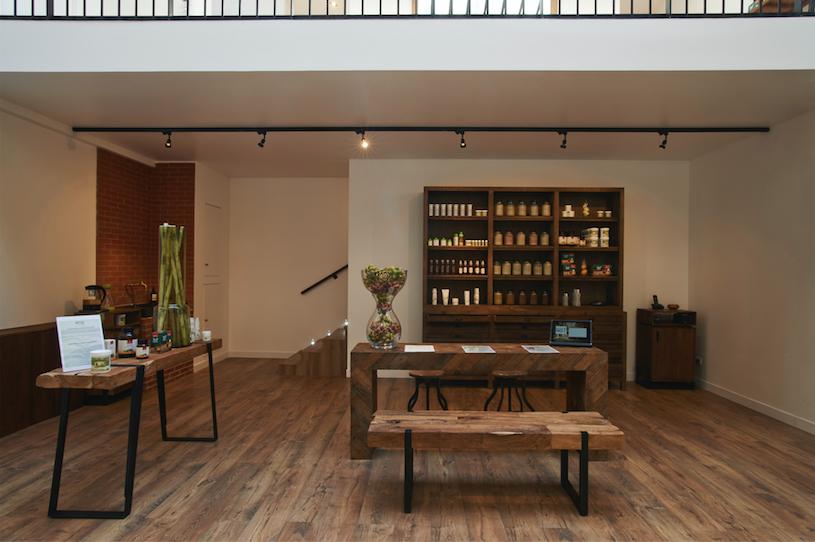 Précurseur et pro défenseur de la coloration végétale, le coiffeur Christophe Nicolas Biot a ouvert des espaces entièrement dédiés à ce type de coloration.