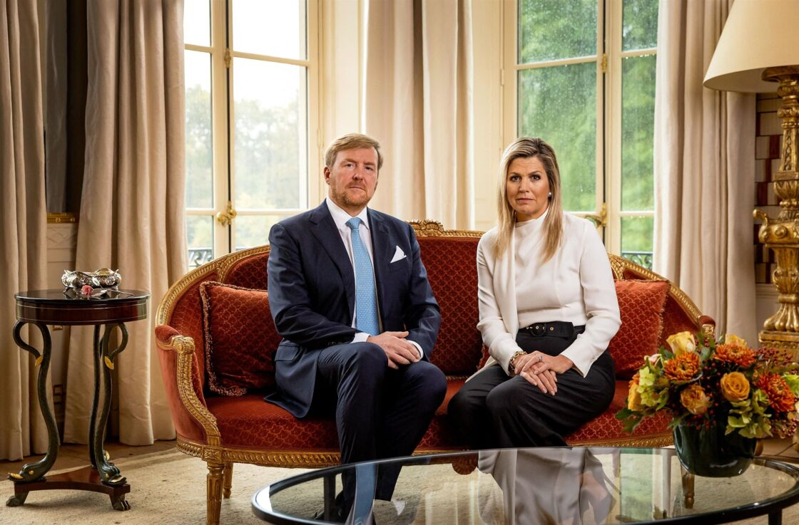 Le roi Willem-Alexander et la reine Maxima des Pays-Bas font une déclaration concernant leurs vacances en famille en Grèce, depuis le palais Huis ten Bosch à La Haye, le 21 octobre 2020.