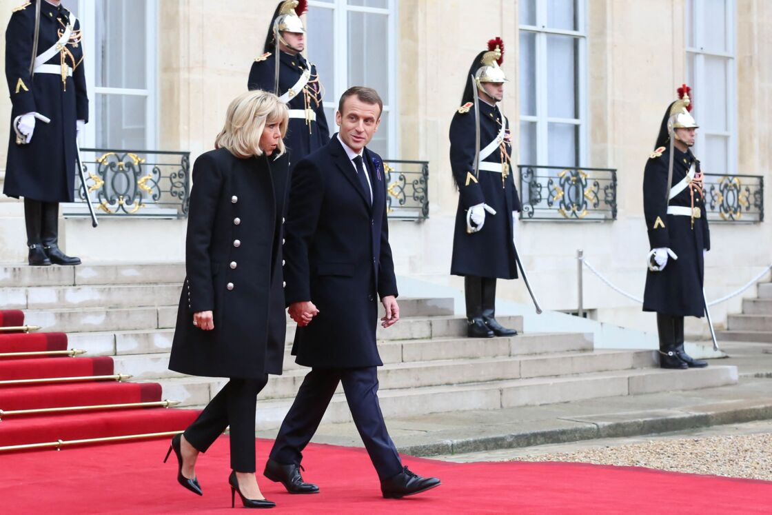 Treize ans après leur mariage, Brigitte et Emmanuel Macron semblent toujours aussi fusionnels. Ensemble, c'est tout.