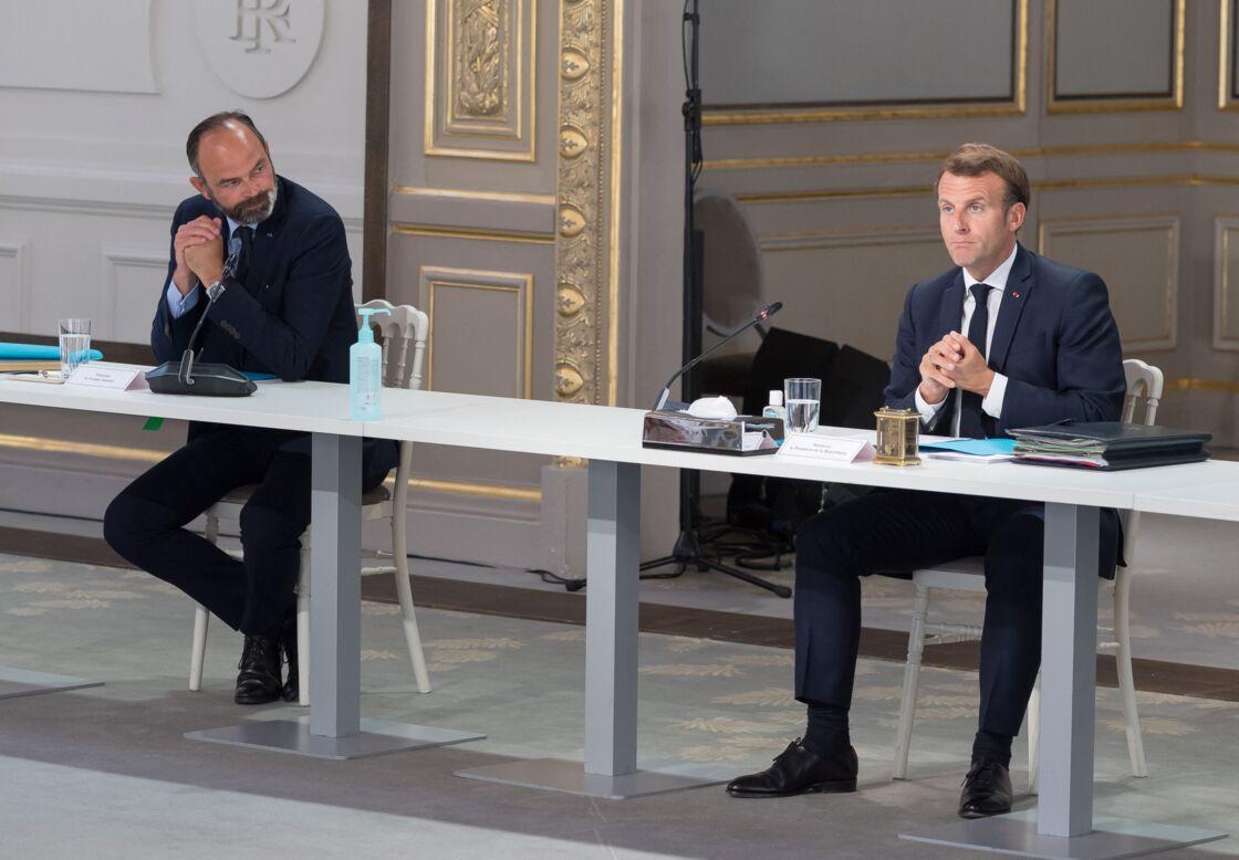 Le président de la république Emmanuel Macron tient une réunion avec les partenaires sociaux au Palais de l'Élysée le 24 juin 2020
