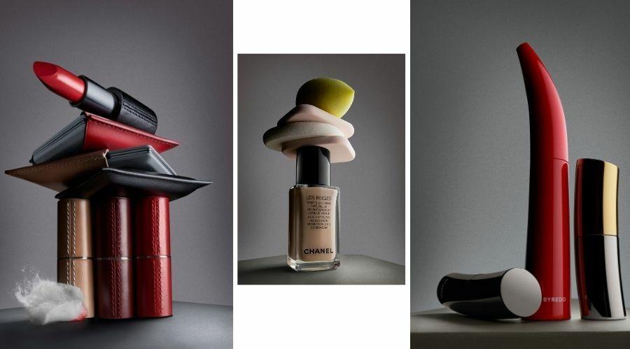 De gauche à droite : Le Poudrier, 59 €, recharge 29 € ;  Rouges à lèvres, La Bouche Rouge, 39 € et 65 € l'écrin rechargeable, laboucherougeparis.fr. Maquillage Byredo,  à partir de 39 €, sur byredo.com. Teint Belle Mine Naturelle Hydratation et Longue Tenue Les Beiges, Chanel, 51 €*, 20 teintes ; Eponges maquillage et Beauty Blender Sephora.