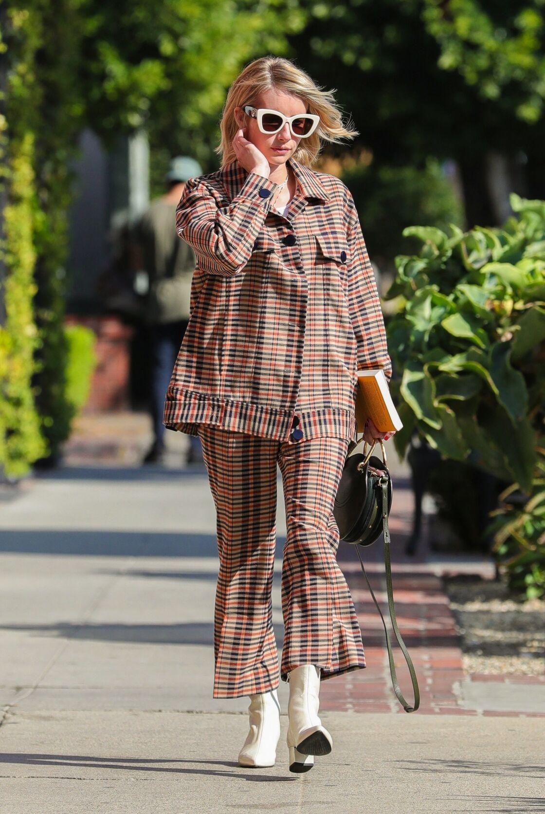 Emma Roberts porte l'ensemble à carreaux à merveille