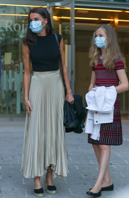 Letizia d'Espagne portait déjà cette jupe plissée en juin dernier